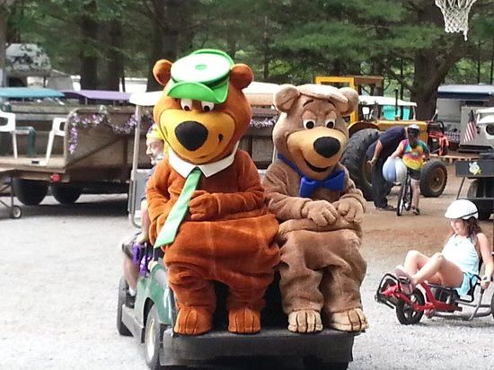 Yogi Bear's Jellystone Park Camp-Resort at Paradise Pines: Yogi & Booboo
