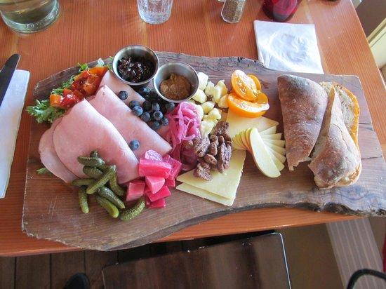 Cask and Schooner Public House & Restaurant: Ploughman's Platter