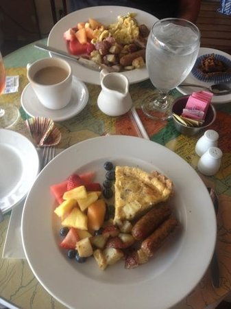 Ports of Call: Sunday Brunch - Bacon & Brie Quiche and Spinach & White Cheddar Scramble. Yum!