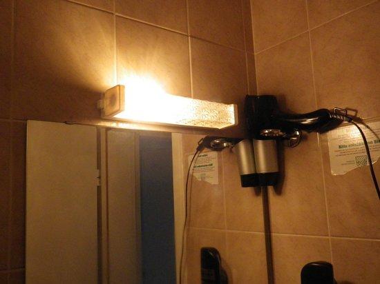 Westernacher Hotel : Mangelhafte Beleuchtung nicht nur im Bad