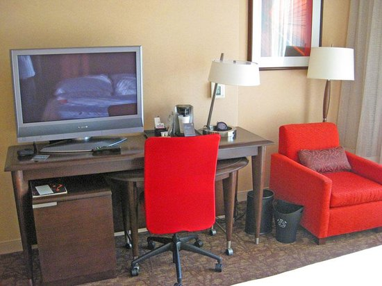 Sheraton Denver Downtown Hotel: Guestroom workspace