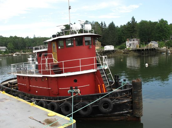 Robinson's Wharf: tug outside