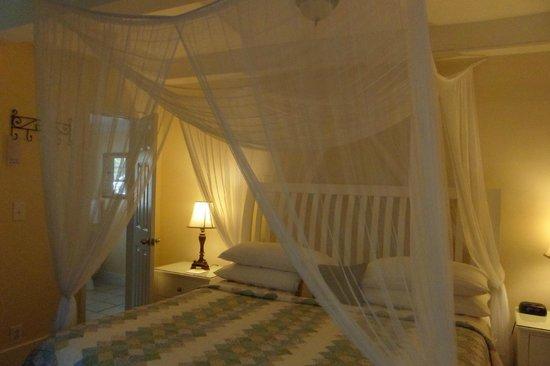 Duval Gardens: Hibiscus Room (#12)