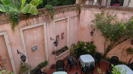 Tivoli Hotel : View of courtyard