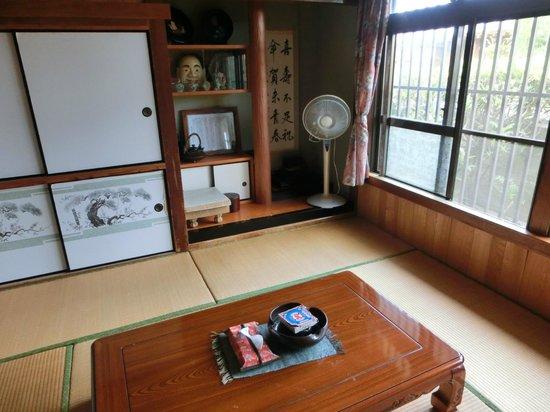 Youth Hostel Takana Ryokan: 和室でゆったり。