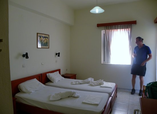 Amoudi Hotel: stanza