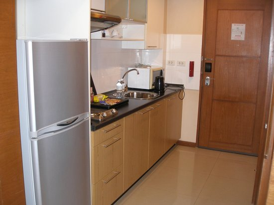 FuramaXclusive Sathorn: Executive room kitchen area