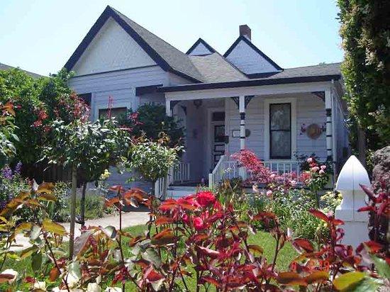 front of magliulos rose garden inn - Rose Garden Inn
