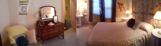 Magliulo's Rose Garden Inn: Room 3 - Private Bath