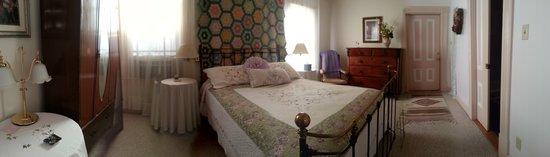Magliulo's Rose Garden Inn: Room 4 - Private Bath