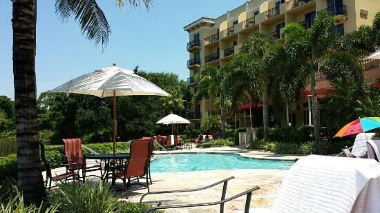 Inn at Pelican Bay: Poolside