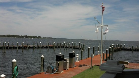 Stripers Bar and Grille : View from Striper's outside seating area
