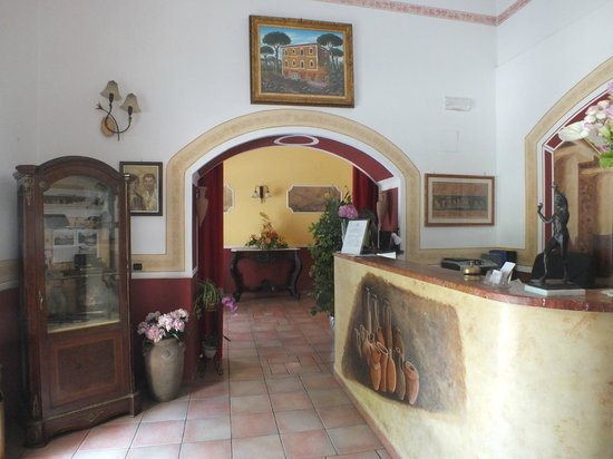 Fittacamere Villa Flora: reception e sala