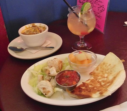 Gina's Mexican Cafe: Halibut special with white Sangria