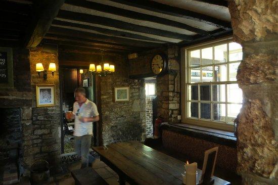 Hunter's Hall Inn: Bar area