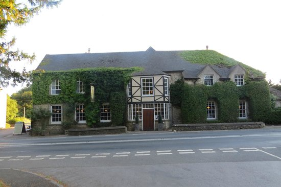 Hunter's Hall Inn: Front of hotel