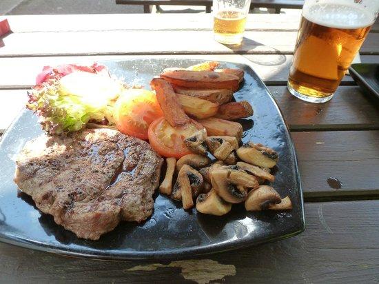The Falls of Dochart Inn: steak and chips