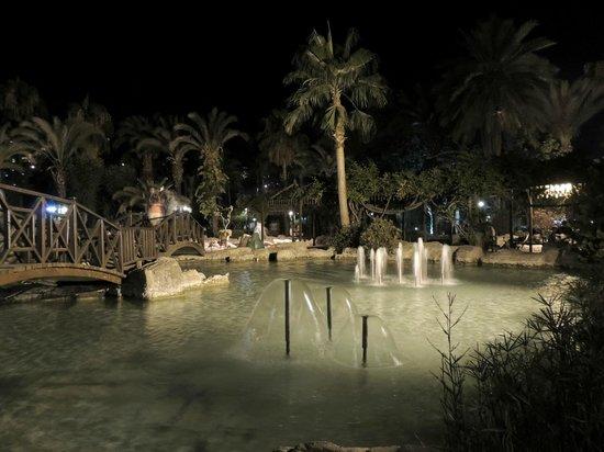 Boulevard Hotel: gardens
