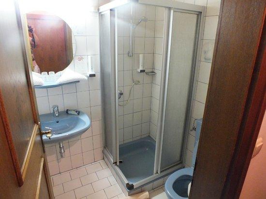 Grüner Baum: Bathroom