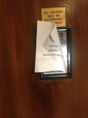 Long Beach Hotel: Elevator Broken (Since October 2012??)