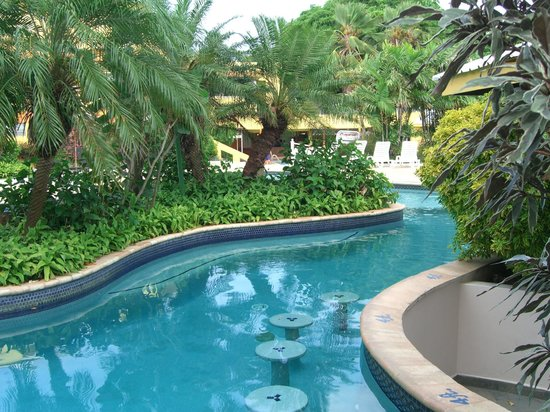 Tropikist Beach Hotel & Resort: swim up bar seats