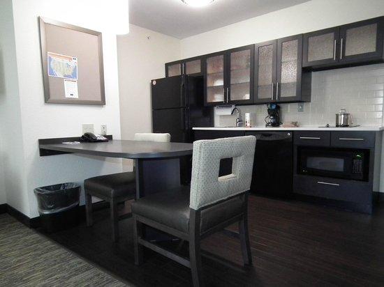 Candlewood Suites New Braunfels: Kitchen
