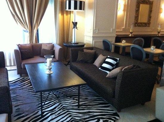 Hotel de Monaco: parties communes bien décorée, dommage pour le reste
