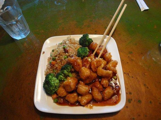 Sushi Yoshi Lake George : general tso really good