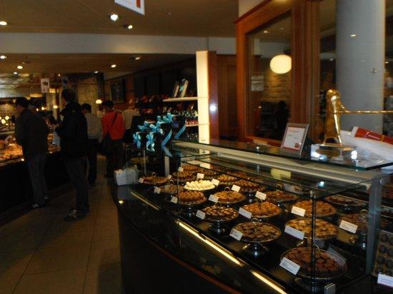 Konditorei & Cafe Heini: Pastry selection