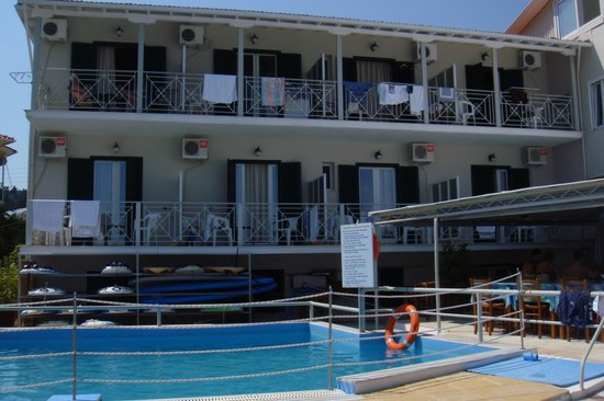 Nikiana Beach: Sea facing rooms. Roms 1 and 4 on left and right handside