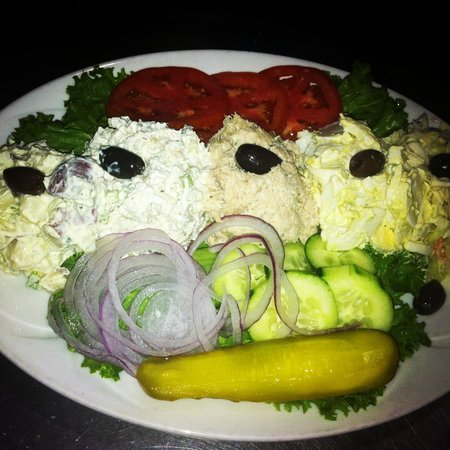 Luckies Cafe: Cold Combination Platter