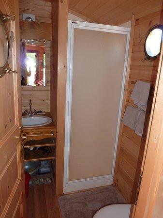 Hotel Gites Chambre d'Hotes Roulottes St Pol sur Ternoise : Salle de bain