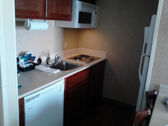 Homewood Suites by Hilton: In suite kitchen