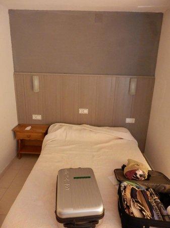 Niza: Small bed