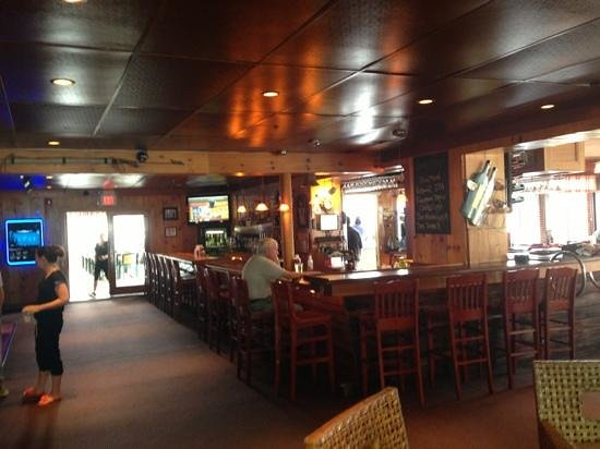 Captain Carlo's Restaurant: Inside Bar - Live Music at Night