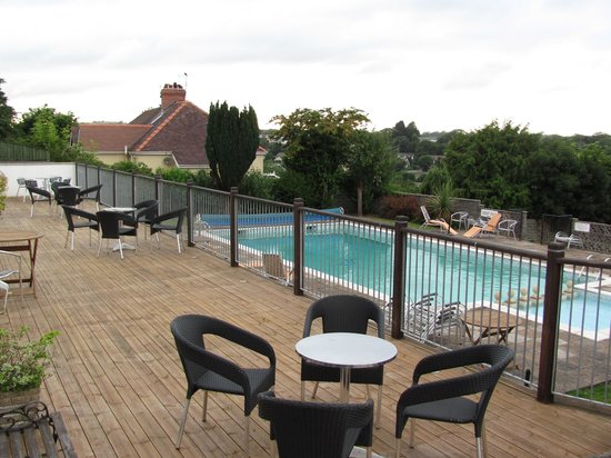 Merlewood Hotel: View of the pool area