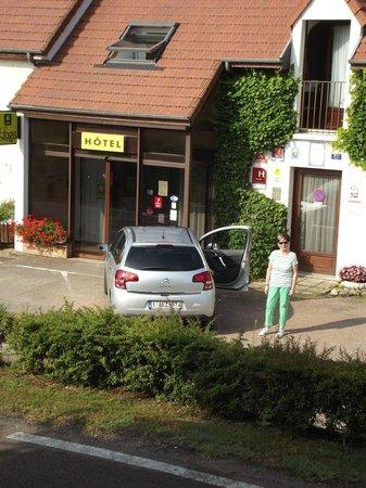Logis Le Relais de Pouilly : hôtel & parking
