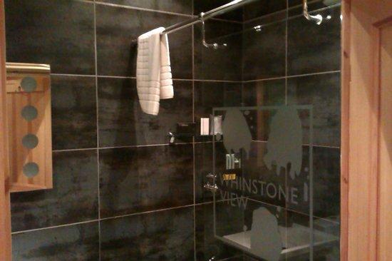 Whinstone View Lodges: Bathroom, Kuki Lodge, Whinstoneview