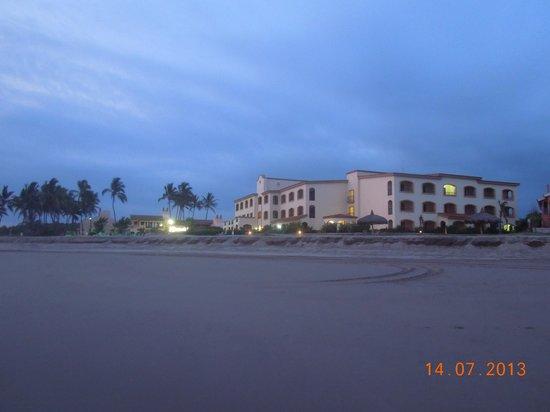 Estrella Del Mar Golf & Beach Resort: Edificio desde la Playa