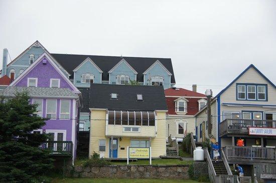 Sail Inn B&B: Sail Inn ist das Haus mit dem roten Dach am rechten Rand