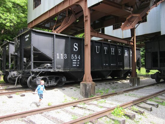 Big South Fork National River and Recreation Area: Under the coal hopper