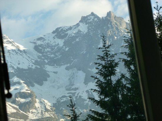 Hotel Bouton d'Or : the view to tomorrows walk!