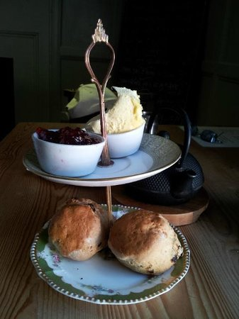 Mannion And Co : Yorkshire scones - cream and jam