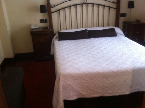 Hotel Puerta del Oriente: cama 150cm habitación suite