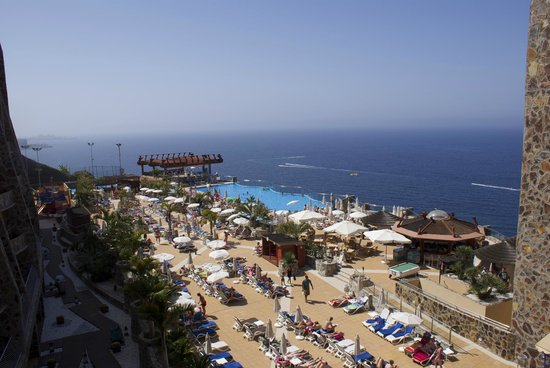 Gloria Palace Amadores Thalasso & Hotel: Swimming pool and terrace