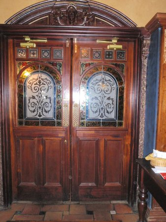 Killarney Avenue Hotel: Door to dinning area