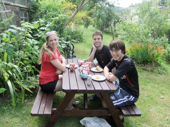 Hele Corn Mill & Tea Room: Tea & cake in the garden!