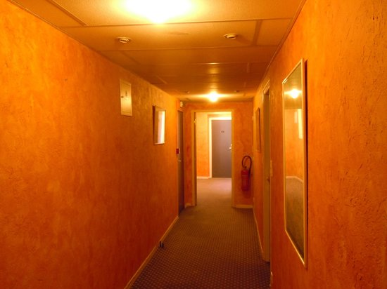 Park Hotel: One of the orange corridors