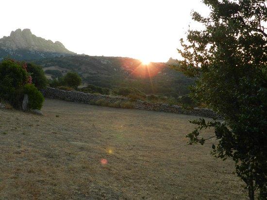 """Farmhouse Stazzo  La Cerra: mattino su """"la cerra"""""""