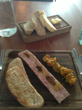 Harbourmaster Hotel: Starter and bread plate.